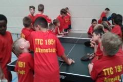 Unser Nachwuchs! 20 bis 30 Kinder im Alter von 7 bis 13 Jahren tummeln sich dienstags und freitags in der Altenstadthalle zum Tischtennis spielen.