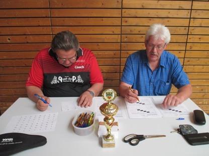 Sportfreunde Altvater und Henning bei der Turnierorganisation