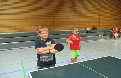 Bjarne Leister und Artur Hübner machen sich warm (von links)